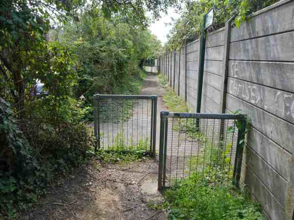 Worcester Park path, chicane barriers on link with Boscombe Road