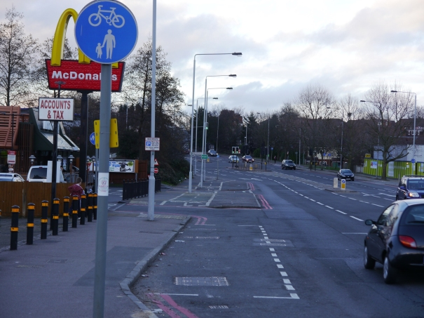 Oldfield Road (A217). West side, looking north, near Willow Walk. Photo|: Charles Martin (8 March 2015)