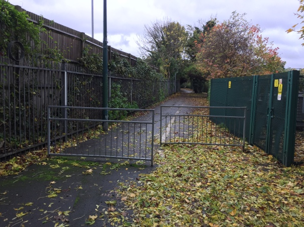 BeddingtonTourNovember2015_IMG_4316_Sutton_BeddingtonNorth_BeddingtonLane_RichmondRoad_Barriers