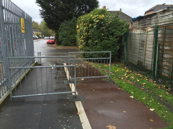 BeddingtonTourNovember2015_IMG_4318_Sutton_BeddingtonNorth_RichmondRoad_BeddingtonLane_Barriers