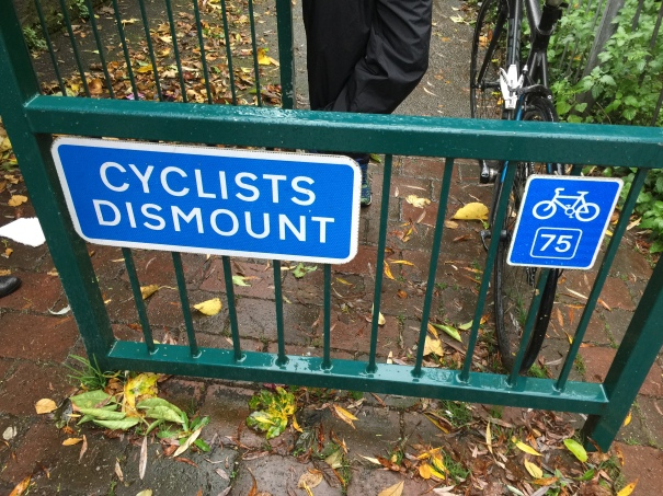 BeddingtonTourNovember2015_IMG_4327_Sutton_BeddingtonNorth_BridgesLane_WandleBankBarriers_CyclistsDismount