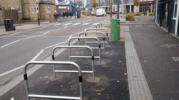 felnexandhackbridge_20161115_londonroad_hackbridge_cycleparking_1
